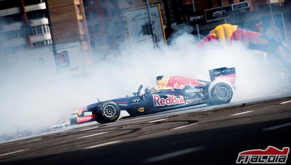 Ricciardo quema rueda con el Red Bull en Kiev
