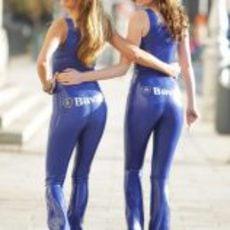 Dos azafatas del 'Bavaria City Racing' nos dejan ver sus encantos