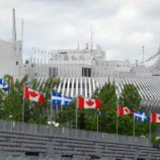 Las banderas ondean en Canadá