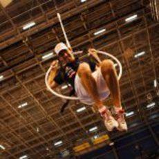 Jean-Eric Vergne colgado en un aro en Montreal