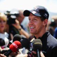 Sebastian Vettel atiende a la prensa en Canadá 2012