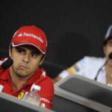Felipe Massa y Sergio Pérez en la rueda de prensa de la FIA