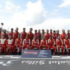 Alonso, Massa y Domenicali con los pilotos de la Ferrari Challenge en Canadá