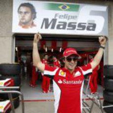 Felipe Massa y su retrato en Canadá 2012