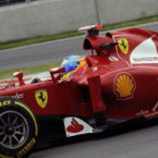 Fernando Alonso rueda con blandos en Canadá