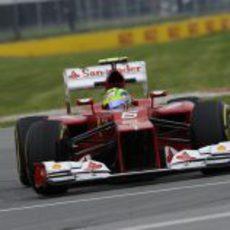 Felipe Massa mejora sus tiempos en Montreal