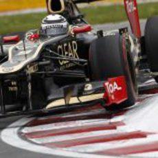 Kimi Räikkönen sale de una curva en el circuito de Gilles Villeneuve