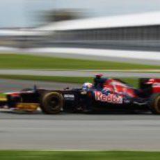 Daniel Ricciardo pilota su STR7 en el circuito de Montreal