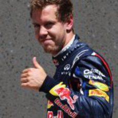 Sebastian Vettel con gesto de aprobación en Canadá