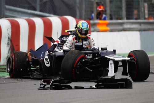 Bruno Senna sale del Williams destrozado en Canadá