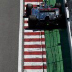 Lewis Hamilton roza el muro en la clasificación del GP de Canadá 2012