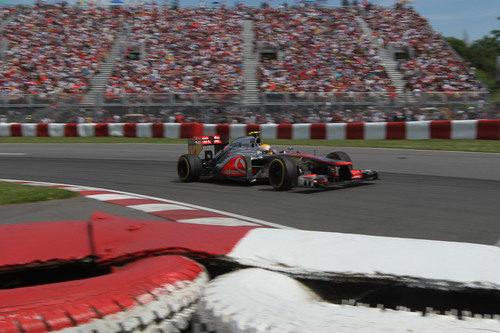 Lewis Hamilton rueda hacia la victoria en Canadá
