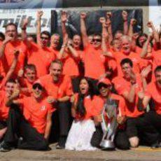 McLaren celebra la victoria de Lewis Hamilton en Canadá 2012