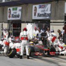 Más problemas para Lewis Hamilton en los boxes de Canadá