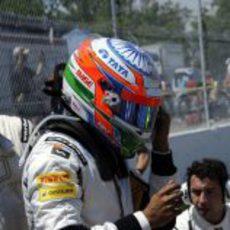 Narain Karthikeyan instantes antes de dispuatar el GP de Canadá 2012