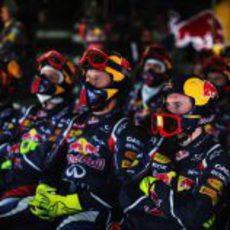 Los mecánicos de Red Bull, pendientes de la carrera