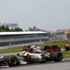 Pedro de la Rosa por delante de los dos Marussia en el GP de Canadá 2012