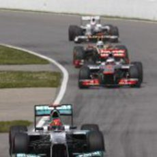 Michael Schumacher y Jenson Button lideran al grupo