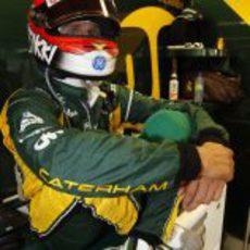Heikki Kovalainen, relajado en el box
