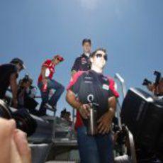 Timo Glock por delante de Sebastian Vettel y Felipe Massa