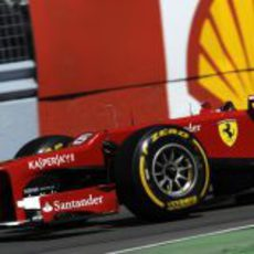 Felipe Massa rueda por el Gilles Villeneuve