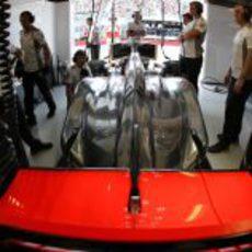 El McLaren de Jenson Button en el box de Canadá