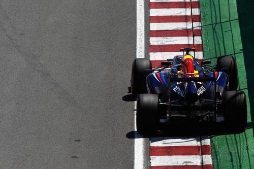Sebastian Vettel afronta una recta en Montreal