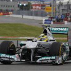 Nico Rosberg completa unas vueltas con los blandos