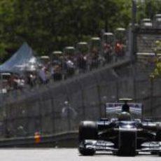 Bruno Senna completa una vuelta en el circuito Gilles Villeneuve
