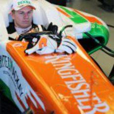 Nico Hülkenberg espera para salir a la pista
