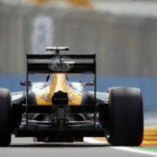 Vista trasera del CT01 de Vitaly Petrov en el Valencia Street Circuit