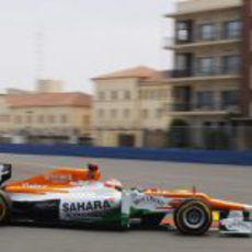 Vista lateral del Force India de Paul Di Resta durante el GP de Europa