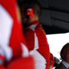 Luca di Montezemolo en Valencia, apoyando a Ferrari