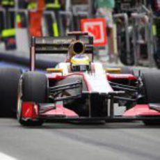 Pedro de la Rosa pasa por el 'pit lane' del Valencia Street Circuit