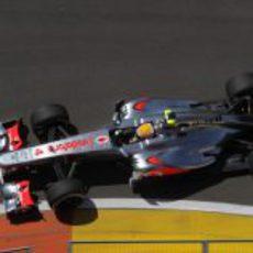 Lewis Hamilton pilota en el Valencia Street Circuit