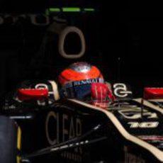 Romain Grosjean sale de boxes durante la clasificación del GP de Europa
