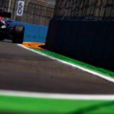 Sebastian Vettel pilota sobre el circuito urbano de Valencia