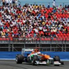 Paul di Resta completa una tanda con los neumáticos medios
