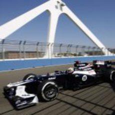 Pastor Maldonado cruza el puente del Valencia Street Circuit
