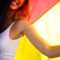 'Pit babe' del GP de Europa con la bandera de Alemania
