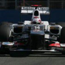 Kamui Kobayashi rueda con los neumáticos medios en Valencia