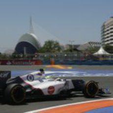 Sergio Pérez coge una curva en los Libres 3