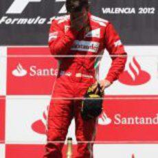 Fernando Alonso llora en el podio del GP de Europa 2012