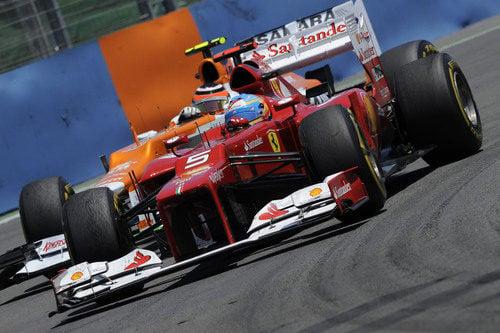 Fernando Alonso conduce directo a la victoria en Valencia