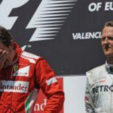 Fernando Alonso llora de emoción en el podio