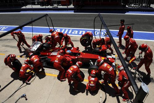 Fernando Alonso pone los blandos en Valencia