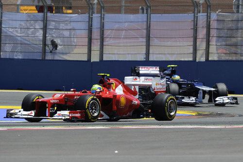 Felipe Massa rueda con los blandos en la carrera en Valencia