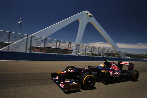 Jean-Eric Vergne pasa por el puente del Valencia Street Circuit