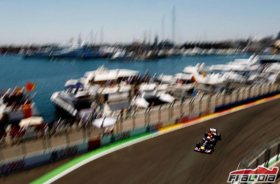 Sebastian Vettel comanda la carrera de Valencia