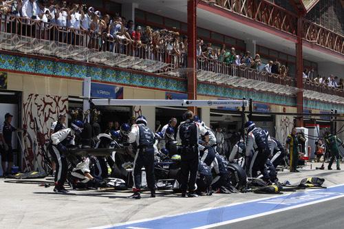 Bruno Senna realiza una parada en la carrera de Valencia